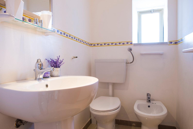 Uno dei due bagni della tenuta